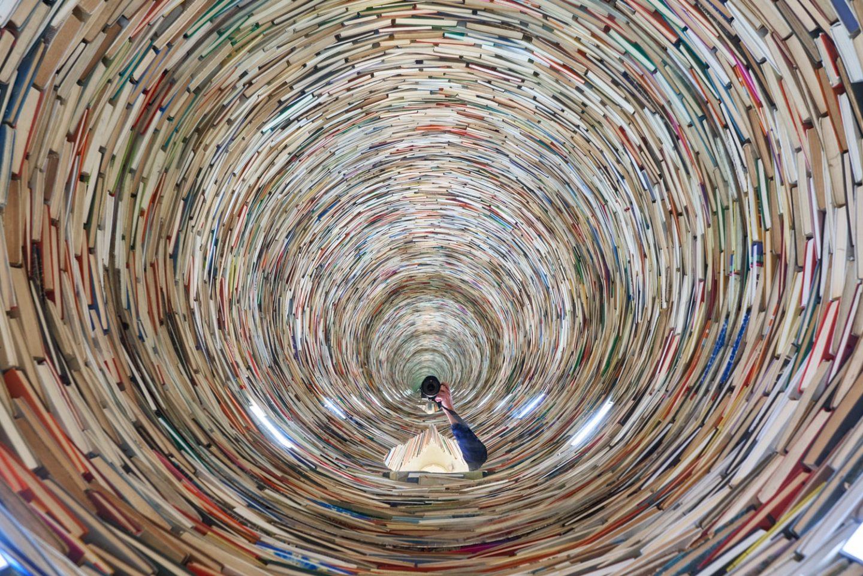 tunnel books prague
